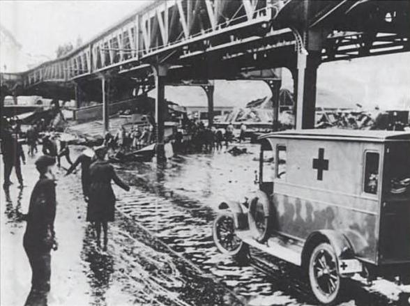 1919_MolassesFlood_Boston